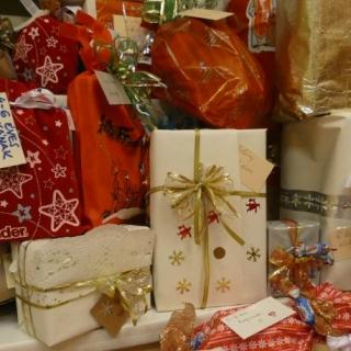 SZERETETTEL – ajándékgyűjtés és csomagolás (2021)