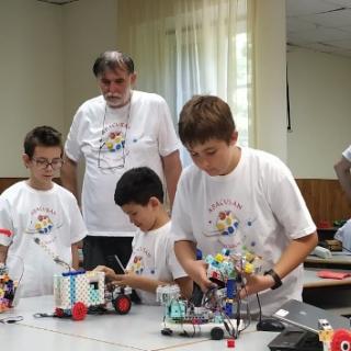 Kölyök mérnök - Robotika